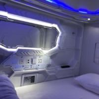 宇宙船の脱出ポッドかな? SF感満載なカプセルホテルに「コ…