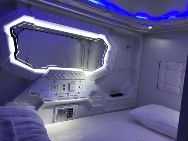 宇宙船の脱出ポッドかな? SF感満載なカプセルホテルに「コールドスリープしそう」