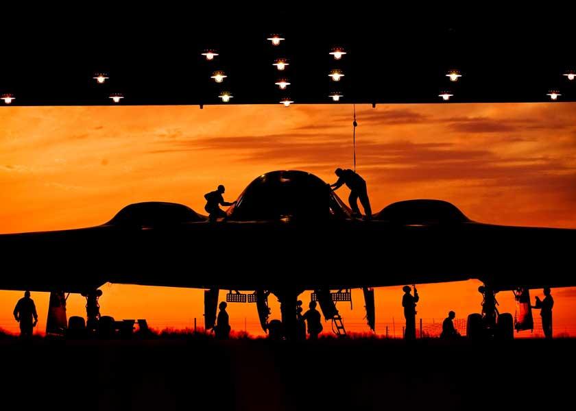 アメリカ、B-2による新型核爆弾の投下試験を実施