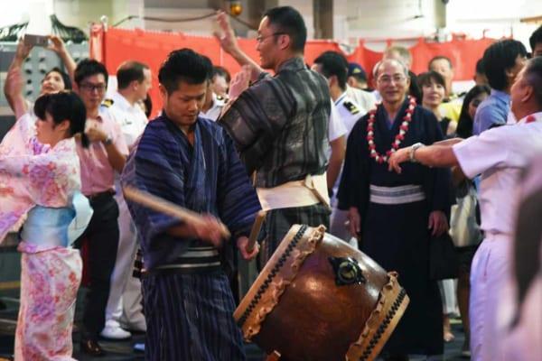 RIMPAC2016で護衛艦ひゅうが(DDH-181)の盆踊り