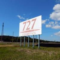 新幹線から見える「謎の看板」がNゲージに登場 「727」広告…