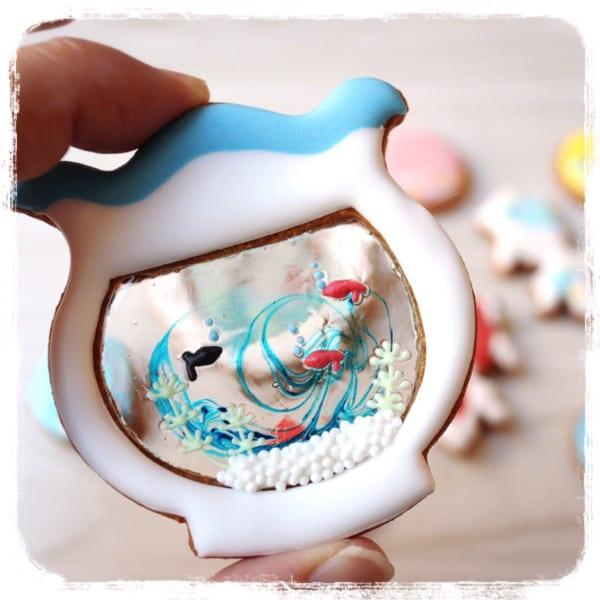金魚鉢に泳ぐ金魚が可愛いアイシングクッキーが戸惑う程に可愛く美しい