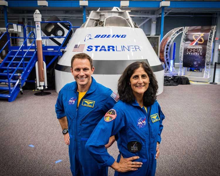 CST-100で初めてISSに向かうキャサダさん(左)とウィリアムズさん(右)