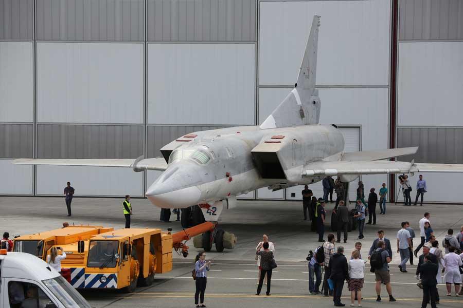ツポレフ・超音速爆撃機Tu-22Mの最新型Tu-22M3M初号機がロールアウト