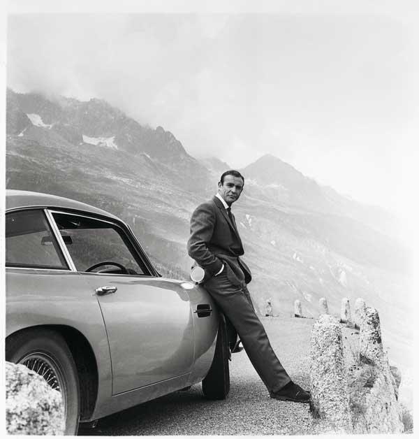 アストンマーティンが「007 ゴールドフィンガー」のボンドカーを復刻限定販売