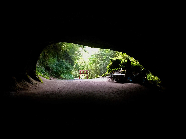 まるで「異世界への入り口」 鹿児島の秘境「溝ノ口洞穴」に行ってみた