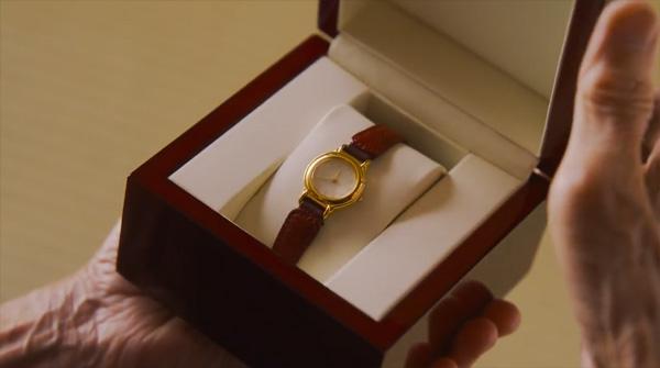 出てきたのは女性用の腕時計