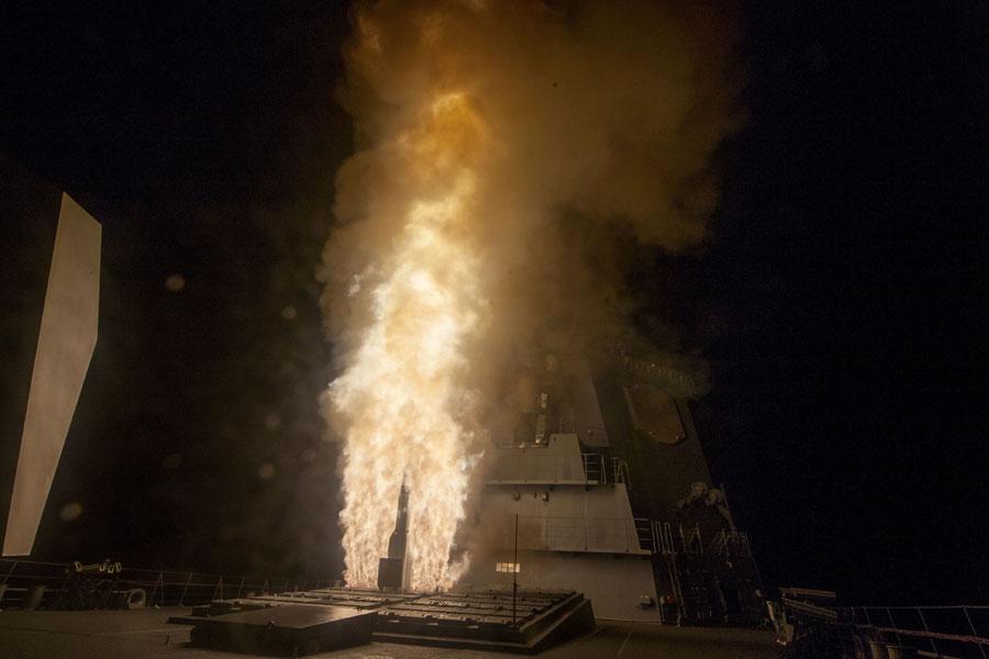 護衛艦あたごの前部VLSから発射されるSM-3ブロックIB(Image:DoD-MDA)