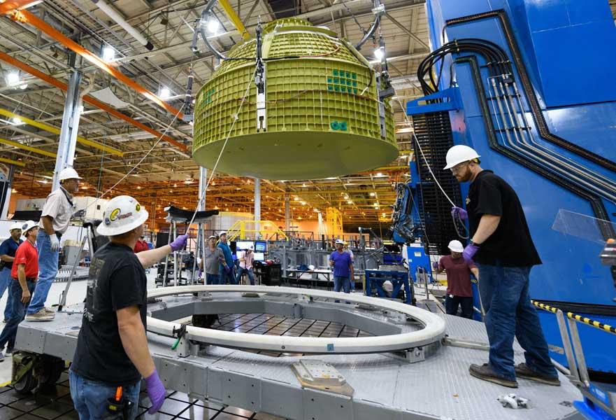 月と火星に向かうNASAの新宇宙船「Orion」最初の有人モジュールがケネディ宇宙センターに到着