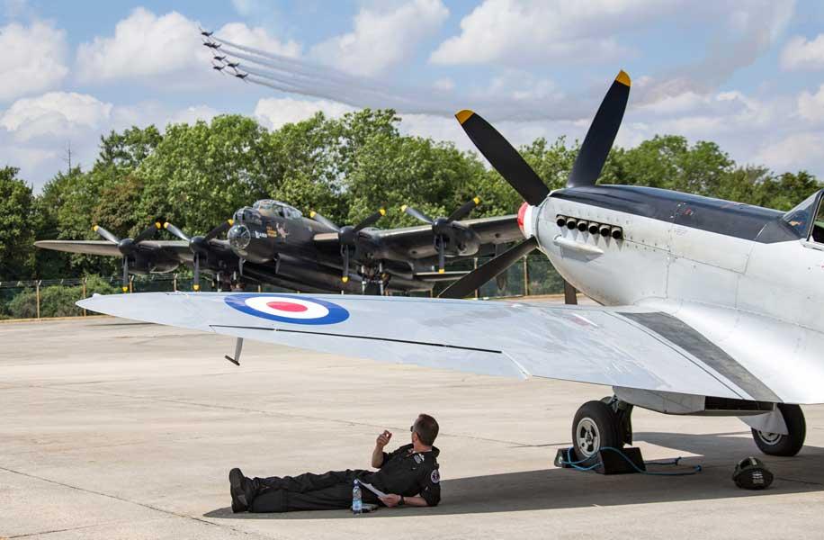 K(フォトグラファー・オブ・ザ・イヤー)部門第3席「Wings Overhead」グラハム・テイラー伍長