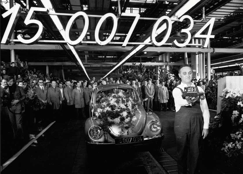 フォード・モデルTの生産記録を抜く
