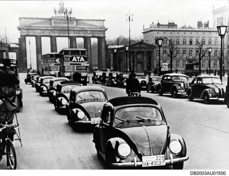 1938年、ベルリンを走るKdf(VW38)