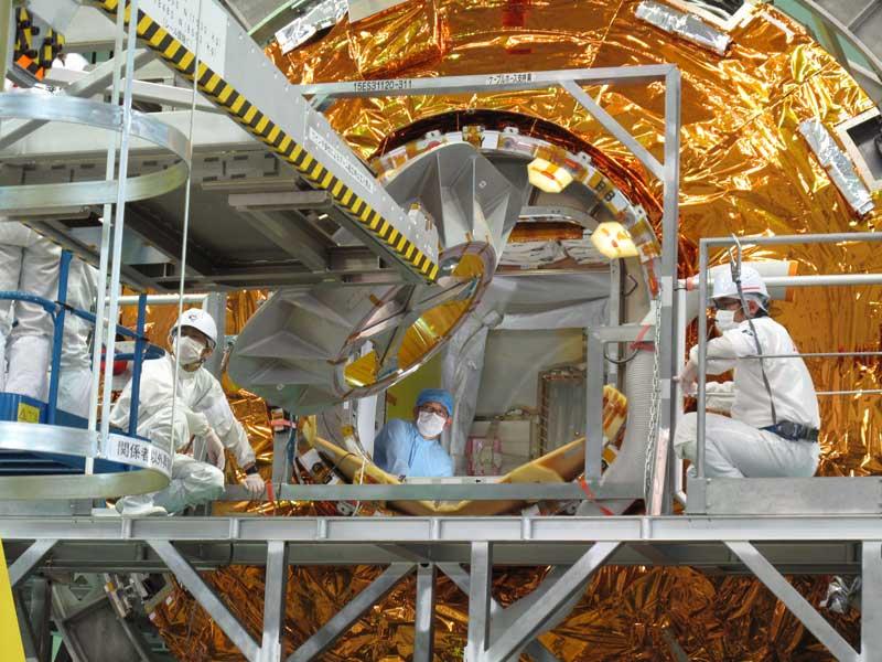 こうのとり7号機の積載作業(Photo:JAXA)