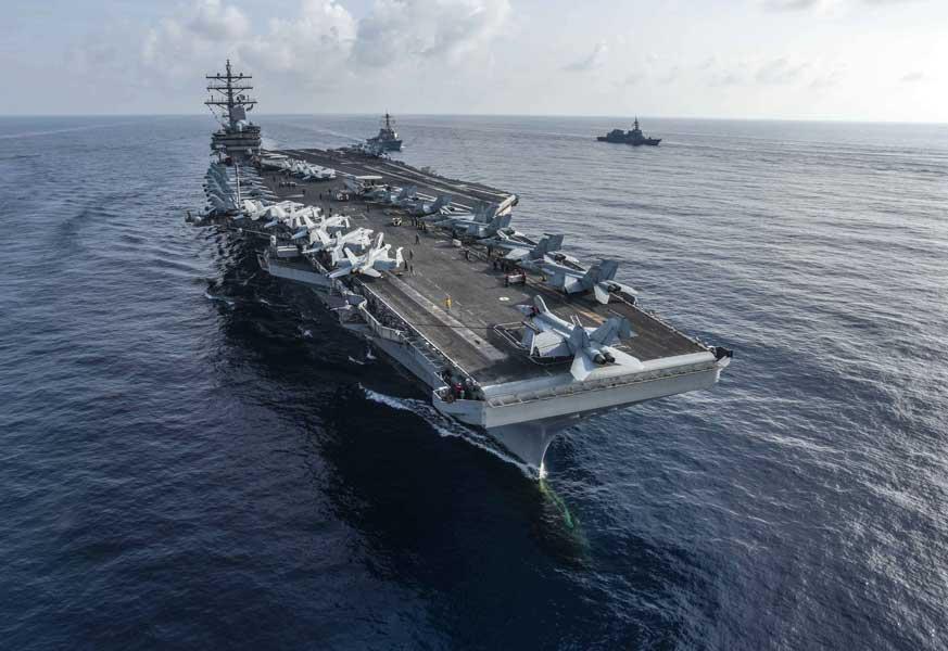 海上自衛隊とアメリカ海軍が南シナ海と太平洋で合同訓練
