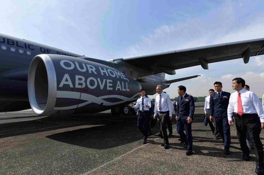 A330MRTTを視察するシンガポールのリー首相(画像:シンガガール空軍)