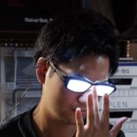 「アニメキャラのメガネが光るあの場面」を再現できるメガネ爆誕