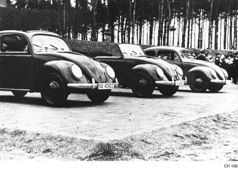 1938年のKdf発表会。左からサンルーフ付きカブリオリムジン、カブリオレ、リムジン