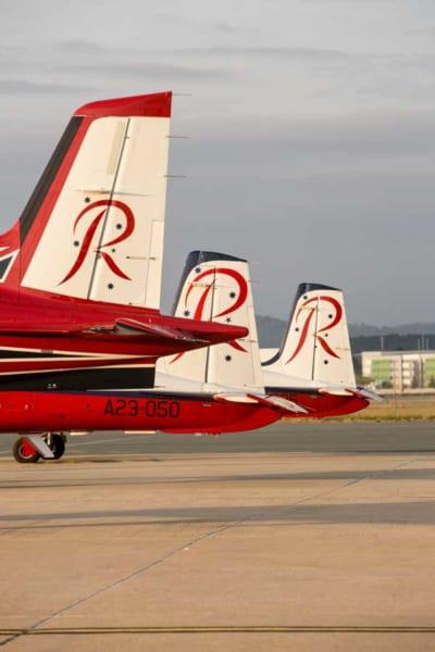 PC-21(手前)とPC-9の垂直尾翼
