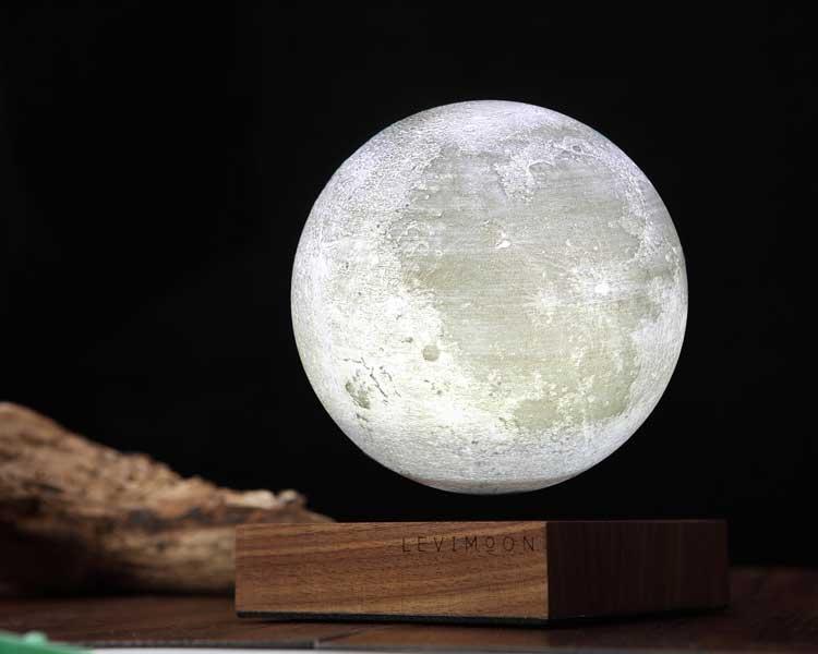 月が浮遊するランプ「Levimoon」日本上陸へ向けプロジェクト開始