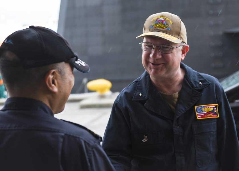 海上自衛隊の新鋭潜水艦せいりゅう アメリカ海軍の潜水艦隊司令官を乗せて慣熟訓練中