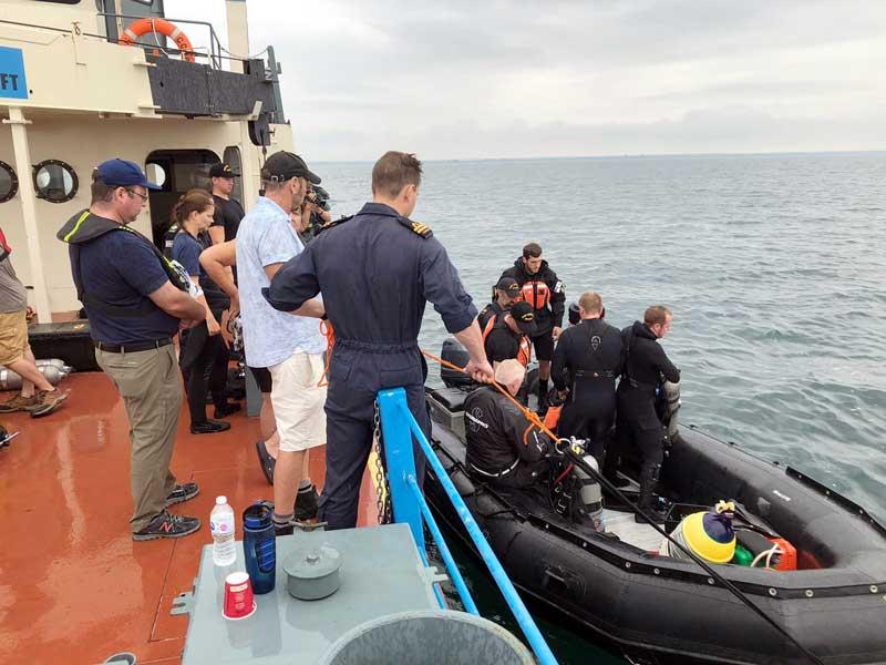 捜索・引き上げ作業を行うカナダ海軍のダイバー(Photo:RCNavy)