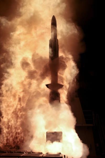 護衛艦みょうこうから発射されるSM-3(画像:USMDA)