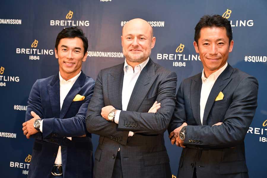 佐藤琢磨選手(左)ブライトリングのカーンCEO(中央)室屋義秀選手(右)