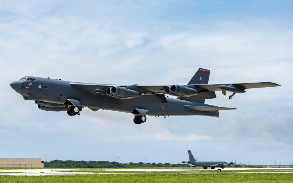 グアムのアンダーセン空軍基地を離陸するB-52H(画像:USAF)