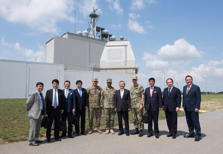 2018年7月31日ルーマニアのイージス・アショア基地を視察した日本政府代表団(画像:US Navy)
