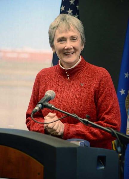 ティンカー空軍基地で会見するウィルソン空軍長官(画像:USAF)