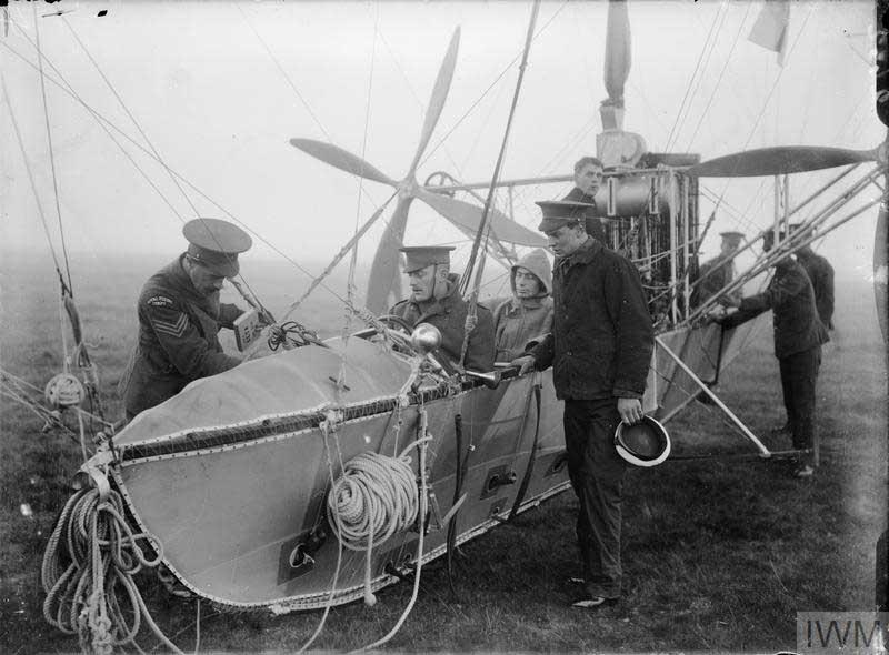 イギリス軍の飛行船搭乗員(画像:Crown Copyright IWM)