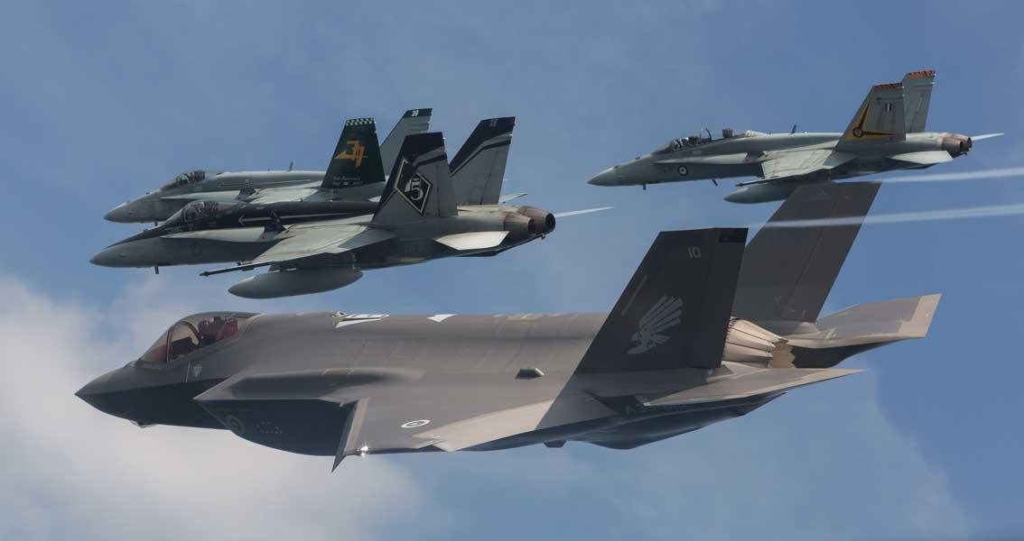 7か国目の運用国オーストラリアに最初のF-35Aが2機到着