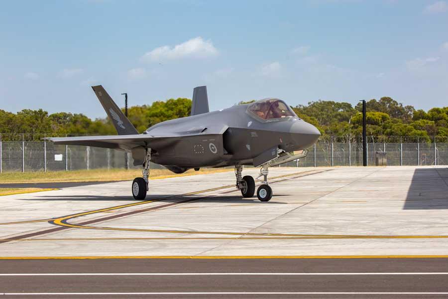 ウィリアムタウン空軍基地に到着したF-35A(画像:オーストラリア国防省)
