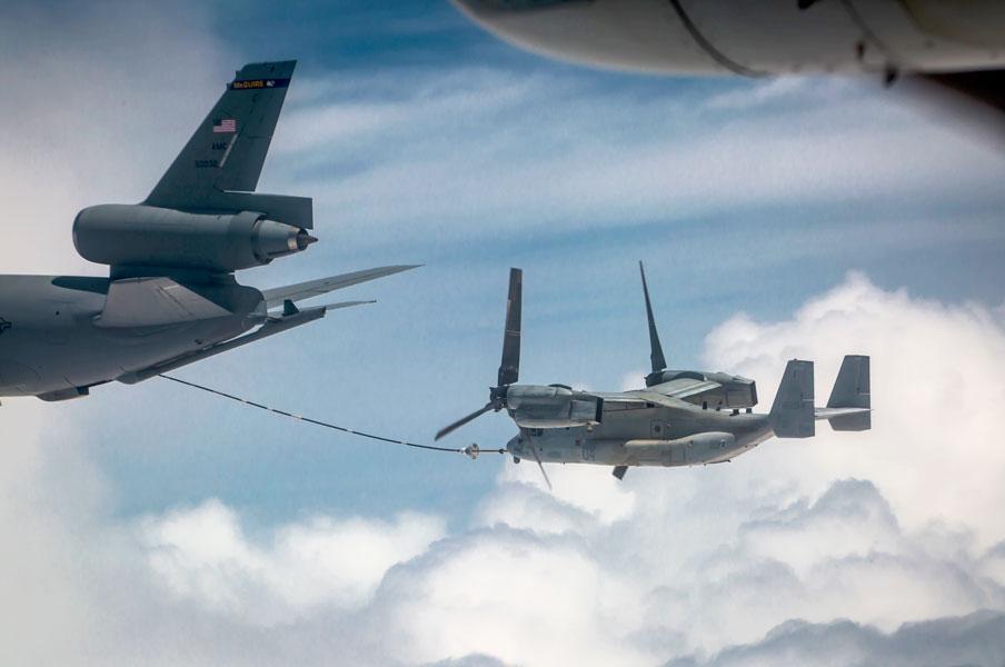 KC-10から空中給油を受けるCV-22(画像:USAF)