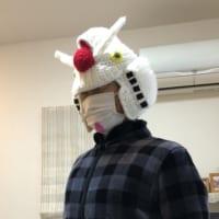 被れば誰でもガンダムに!?編み物でできた初代ガンダムの帽子…