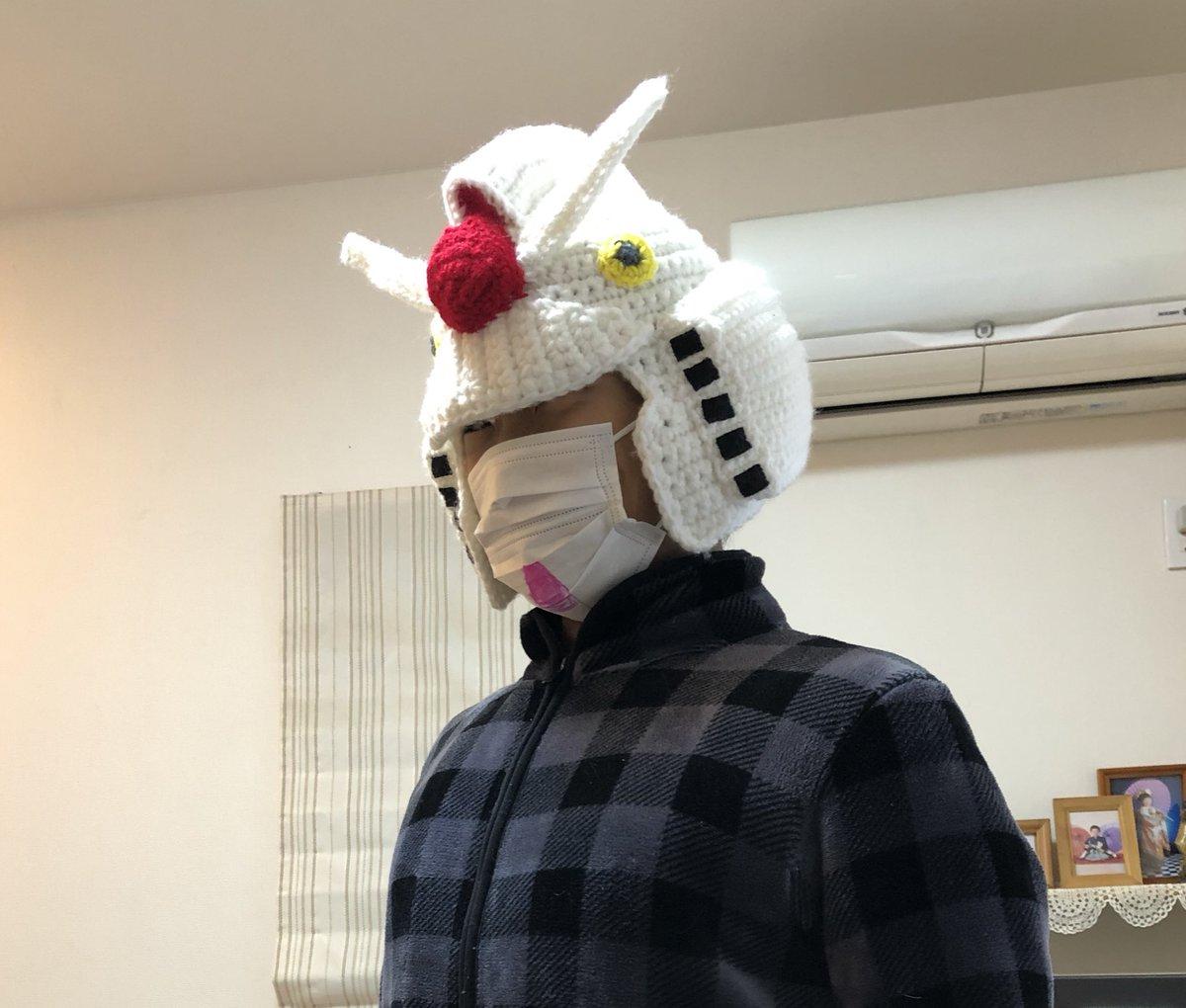 被れば誰でもガンダムに!?編み物でできた初代ガンダムの帽子がとてもガンダム