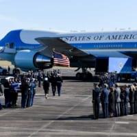 故ブッシュ大統領「エアフォース・ワン」で最後の旅路