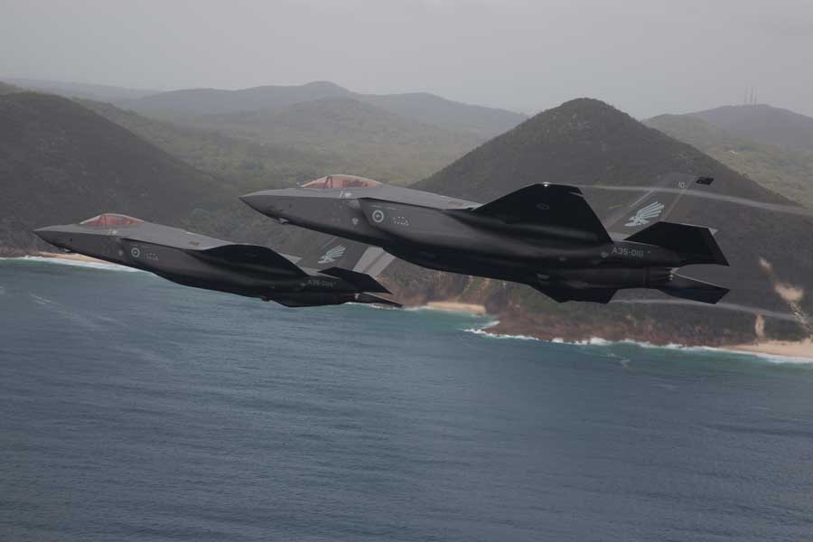 オーストラリア上空を飛ぶF-35A(画像:オーストラリア国防省)
