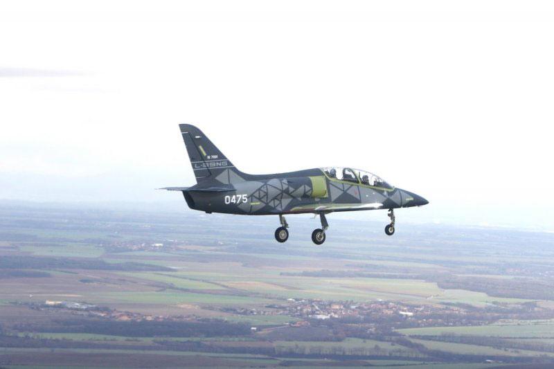チェコの次世代ジェット練習機L-39NGが初飛行