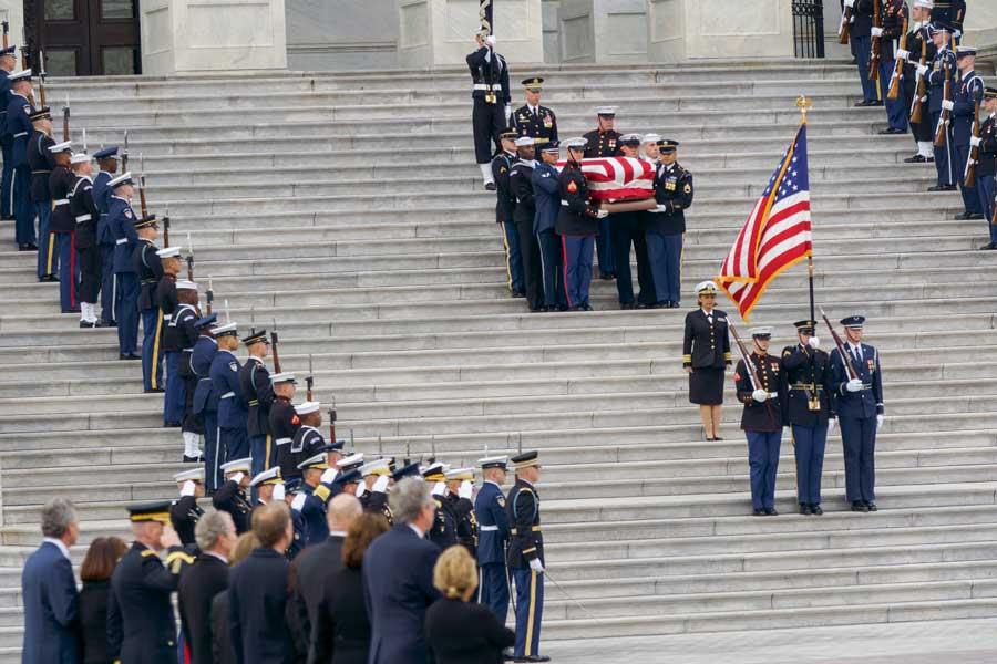 議事堂を後にする棺(画像:U.S.DoD)