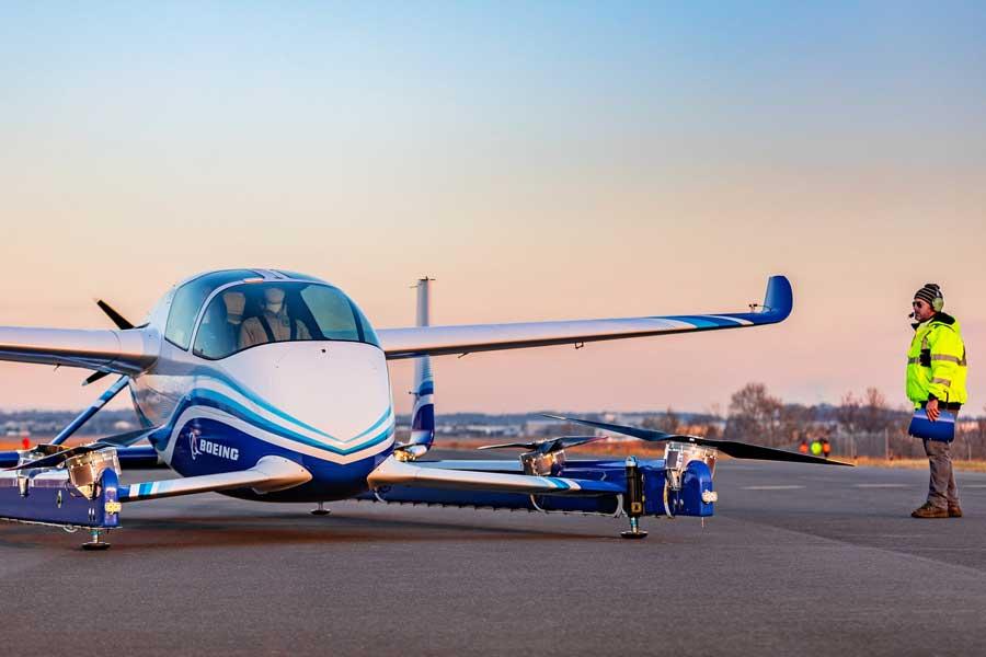 ボーイングの「空のパーソナルモビリティ」試作機が初飛行に成功