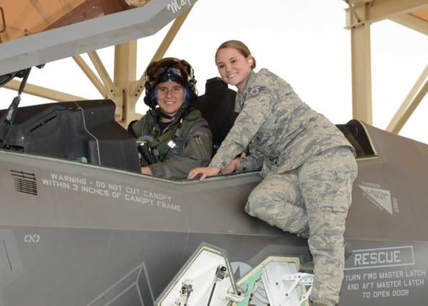 アメリカ空軍に初の女性F-35テストパイロット誕生!