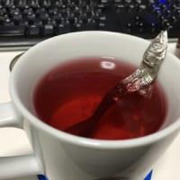 出汁取ってるみたい…… オシャンティーな紅茶が謎…