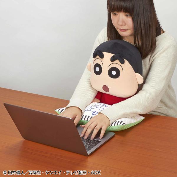 オラを膝にのせてみない?「PCクッション クレヨンしんちゃん」登場