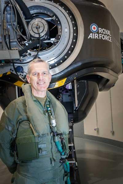 参謀総長自らGを体験! イギリス空軍の最新高G訓練センター開所式