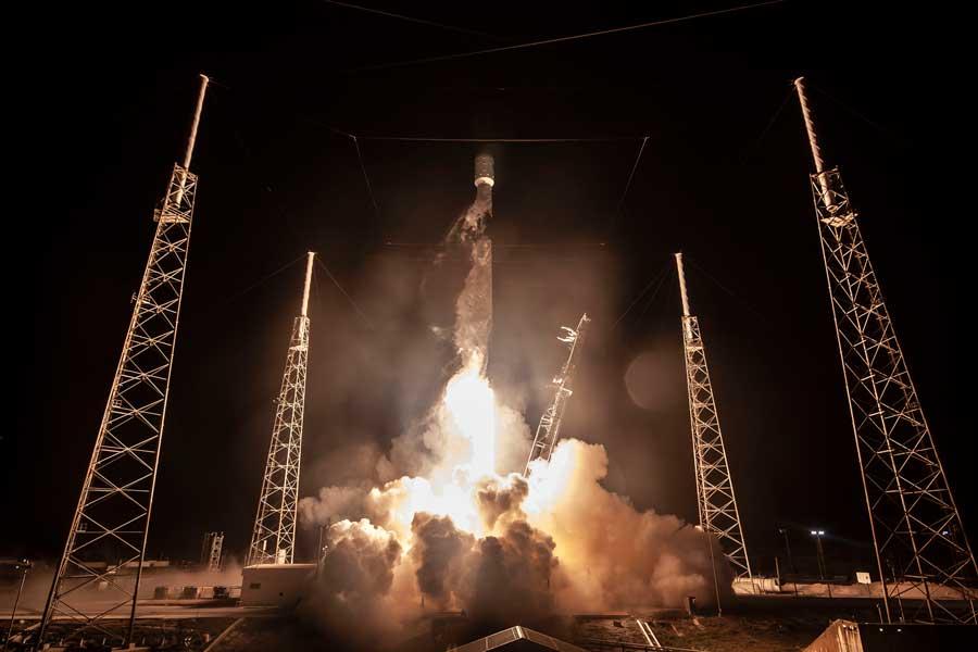 世界初!民間の月探査機が打ち上げ成功 4月に月着陸予定
