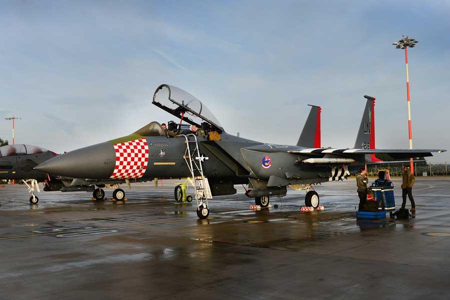 アメリカ空軍「ノルマンディ上陸作戦」スペシャルF-15がイギリスで公開