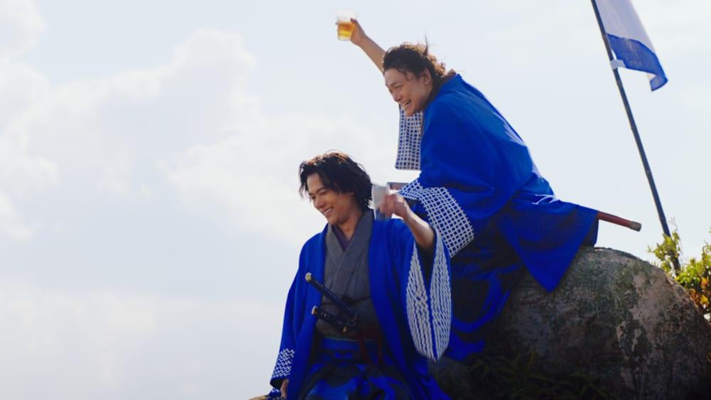 稲垣&香取が維新をかけぬける志士に!オールフリーCM「ノンアル維新」で披露
