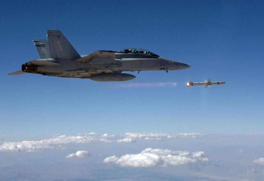 アメリカ海軍が次世代対レーダーミサイル「AARGM-ER」の開発をノースロップ・グラマンに発注
