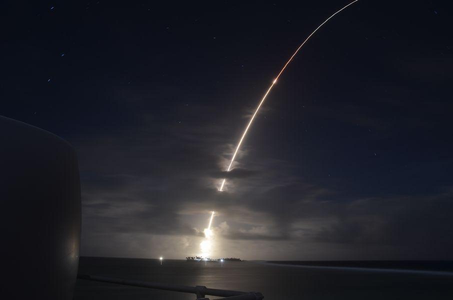 アメリカが複数の迎撃ミサイルによる弾道ミサイル撃破に初めて成功
